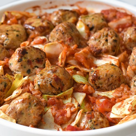 Cabbage and rice casserole with chicken meatballs