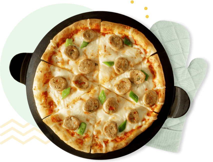 Chicken sausage pizza in a pan